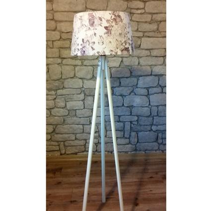 Ağaç Ustası Masif 3 Ayaklı Lambader Beyaz Renki Düz Kahve Çiçek Şapka